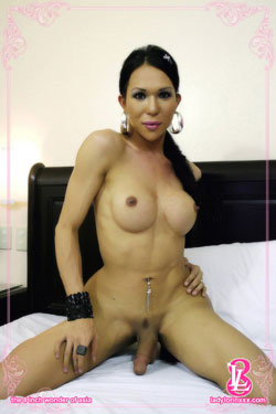 tmay2809a Ladyboy Lorin Nude and Looking Fine!